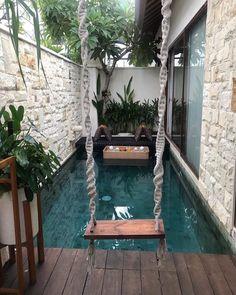 Columpio junto a la piscina Backyard Pool Designs, Small Backyard Pools, Small Pools, Swimming Pool Designs, Backyard Patio, Swimming Pools, Backyard Ideas, Backyard Landscaping, Cozy Patio