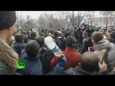Video: Stones, bottles & shoes thrown as pro- & anti-Russian protesters ...