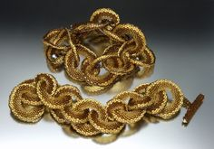 Reversible Woven Links. sculptural peyote spiral circles. Paulette Baron.
