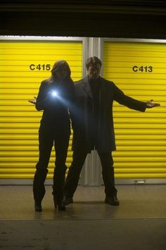 """Castle and Beckett as Mulder and Scully in 3.16 """"Setup""""....Really loving the show!  So funny and they have such good chemistry."""