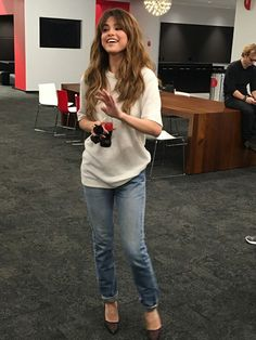 selena marie gomez fashion style — June 2016 - At Coca Cola HQ in Atlanta, GA. Style Selena Gomez, Selena Gomez Outfits, Selena Gomez Hairstyles, Selena Gomez Hair Color, Selena Gomez Long Hair, Selena Gomez Jeans, Selena Gomez Fashion, Selena Gomez Cute, Corte Y Color