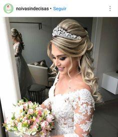 Best wedding hairstyles with veil half up guest books ideas Wedding Hairstyles For Long Hair, Hair Comb Wedding, Headpiece Wedding, Wedding Hair And Makeup, Formal Hairstyles, Bride Hairstyles, Bridal Headpieces, Bridal Hair, Vail Wedding