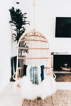 These Bohemian decor ideas are Do you love Bohemian home decor accessories but don't know where to begin when designing your own place? Take a peak at my top design inspiration picks! Living Room Chairs, Living Room Decor, Living Rooms, Shabby Chic Zimmer, Boho Bedroom Decor, Bohemian Room Decor, Bedroom Ideas, Bohemian Decorating, Bohemian Interior