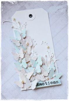 Con una sola fustella a farfalla si può riempire tutta una tag.. stupenda!