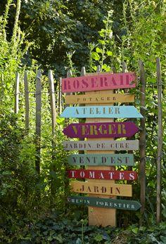 """Utilisation des pochoirs Métal """"Alphabet"""" & """"Chiffre"""" : réaliser rapidement des panneaux et plaques de signalisation au jardin."""