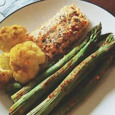 """""""This """"DIET"""" of mine sure tastes good! Curry Cauliflower, Paprika Baked Asparagus, and Herb BBQ Salmon!❤️✌️ #yum #eatclean #competition #mealprep #highprotein #lowcarb #21dfx #21dayfixapproved #mealideas"""" Photo taken by @fullheartwellness on Instagram, pinned via the InstaPin iOS App! http://www.instapinapp.com (06/17/2015)"""