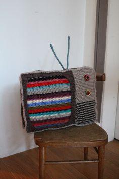 Coussin TV avec des restes de laine - Cpourki