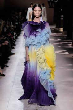Givenchy Spring Summer 2020 Haute Couture fashion show at Paris Couture Week (January Haute Couture Paris, Couture Week, Spring Couture, Style Couture, Haute Couture Fashion, Valentino Couture, Valentino Dress, Chanel Couture, Fashion Week Paris