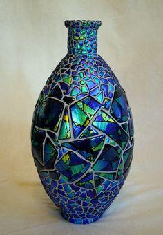 Blue and green iridescent glass vase Mosaic Tile Art, Mosaic Vase, Mosaic Flower Pots, Mosaic Crafts, Mosaic Projects, Pebble Mosaic, Mosaic Garden, Mosaic Mirrors, Glass Wall Art