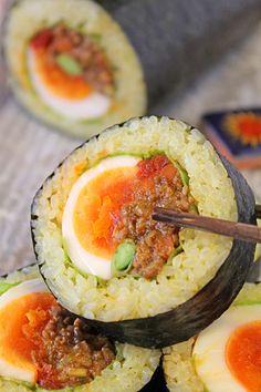 恵方巻きに!ごろっと卵のカレーロール寿司 - ぱおのおうちで世界ごはん☆