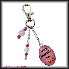 """Porte-clés ou bijou de sac avec message personnalisé """"Une mamie en OR"""" et cristal Swarovski : Porte clés par les-bijoux-du-belier"""