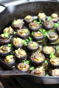 EASY Garlic Butter Mushrooms -- just 5 ingredients! Side dish or appetizer.