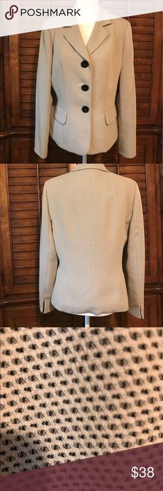 🔴 ELEGANT Le Suit JACKET 🔴 CLASSIC JACKET THAT CAN BE WORN WITH PANTS, SKIRTS OR JEANS. DEFINITELY CAN BE DRESSED UP OR DOWN. FRESHLY DRY CLEANED. Le Suit Jackets & Coats