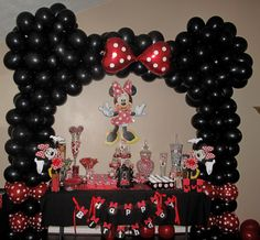 Minnie Mouse Balloon arch/candy table