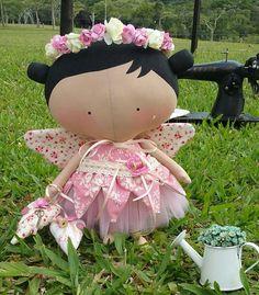 Tilda Toy Fada Arteira Tilda Toy, Clothespin Dolls, Flower Pillow, Fabric Toys, Sewing Dolls, Diy Doll, Doll Accessories, Matilda, Paper Dolls