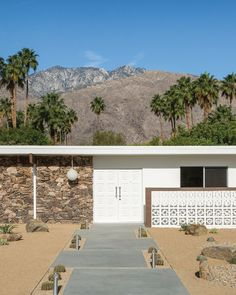 Everything You Need to Know About The Mid-Century Modern Architecture in Palm Spring, California!