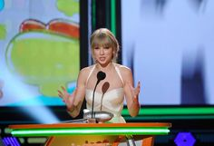 Taylor Swift Photos: Nickelodeon's 25th Annual Kids' Choice Awards - Show