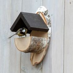 This natural looking birch wood feeder will blend in with any garden when positioned on a wall, tree or fence. Homemade Bird Houses, Homemade Bird Feeders, Bird Houses Diy, Wood Bird Feeder, Bird House Feeder, Modern Bird Feeders, Bird Seed Feeders, Outdoor Projects, Wood Projects