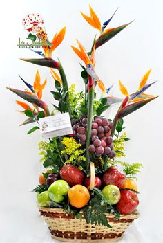 Contemporary Flower Arrangements, Tropical Floral Arrangements, Flower Arrangement Designs, Flower Arrangements Simple, Edible Arrangements, Tropical Flowers, Fruit Flower Basket, Fruit Box, Valentine Bouquet