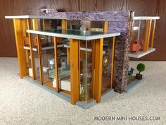 Modern Mini Houses: The Traveling Dollhouse of Sisterhood Wooden Dollhouse, Diy Dollhouse, Dollhouse Miniatures, Miniature Furniture, Dollhouse Furniture, Little Houses, Mini Houses, Cube Side Table, Doll House Plans