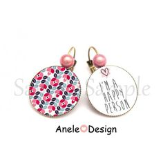 Boucles d'oreille I'm a Happy Person - PERSONNE HEUREUSE - cœur rose cabochon #aneledesign #happy #bijouxfantaisie Drop Earrings, Personalized Items, Jewelry, Design, Pink Hearts, Boucle D'oreille, Locs, Jewels, Greater Flamingo