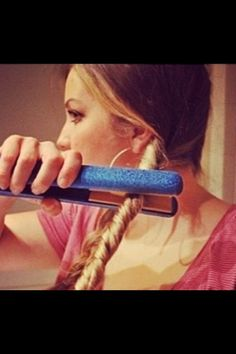 How To Curl Your Hair With A Flat Iron! #Beauty #Trusper #Tip Coiffure Hair, Twisted Hair, Braided Hair, Plait Hair, Braided Buns, Messy Buns, Corte Y Color, Tips Belleza, About Hair