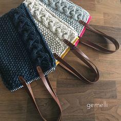 ケーブル模様フラットトート   gemelli Crochet Tote, Knit Crochet, Knit Basket, Basket Bag, Knitting Stitches, Baby Knitting, Hand Knit Bag, Homemade Bags, Tote Bags Handmade