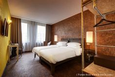 The V Nesplein Hotel in Amsterdam