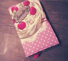 Ferikodesign - Çilekli Pastalı Lila Kitap Kılıfı