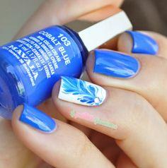 Mavala cobalt blue drag marble nailart