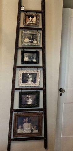 Escalera de mano empleada como porta fotos.