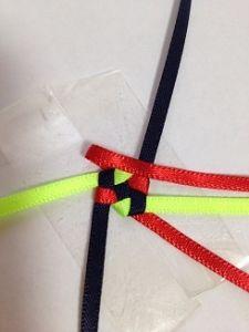 ハワイアンリボンレイ ヘキサグラムレシピ - アラフォーおばちゃんの憂さ晴らし Ribbon Lei, Diy Ribbon, Ribbon Crafts, Box Braids Tutorial, Diy And Crafts, Crafts For Kids, Hawaiian Pattern, Graduation Leis, Weaving Patterns