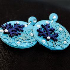 orecchini turchesi in legno e pizzo dipinto a di FrancescaColautti, €23.00