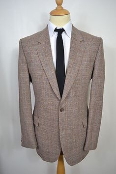 A VINTAGE 1970'S PURE NEW WOOL BLAZER.    Item Description:        A MEN'S UK LARGE 42 LONG FITTING (detailed measurements given below). Light brown check colour. Two buttoned (all original). Three button cuffs. Flapped pockets at the waist and a slit pocket at the left breast. Double vented. Made from Pure New Wool. Brown lining with three inside pockets. Made in England. Genuine British vintage. Excellent condition. Dry cleaned and steam pressed before being listed.