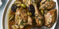Slow Cooker Chicken Marbella Recipe - - Made famous by the former New York City–based specialty food shop The Silver Palate, this dish is a heady mix of sweet, salty and tangy flavors. Slow Cooked Meals, Slow Cooker Recipes, Crockpot Recipes, Chicken Recipes, Gma Recipes, Dinner Recipes, Chicken Ideas, Dinner Menu, Islands