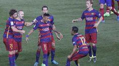 Neymar Jr vuelve a hincar la rodilla con Messi