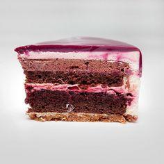 Dark chocolate-cherry cake. Сегодня у меня авторский торт. На мой вкус просто 💣💣💣 именно в этом сочетании получилось сделать идеальный шоколадный торт с вишней. Состав: хрустящий слой с фундуком, шоколадный бисквит с вишневой пропиткой, вишневое конфи, мусс с вишней и горьким шоколадом, сливочный мусс с маскарпоне. Радуюсь таким удачным экспериментам☺️👍😋 #cake #pastry #cherry #chocolate #decor #chefstalk #gastroart #торт #выпечка #красивыйторт - Dinara Kasko (@dinarakasko) - Instaliga…