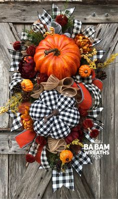 Best Free rustic Fall Wreath Strategies The autumn period delivers from it comfortable effective colorings, feathery foliage and several har Easy Fall Wreaths, Thanksgiving Wreaths, Wreath Fall, How To Make Wreaths, Fall Harvest, Autumn Fall, Fall Swags, Halloween Decorations, Table Decorations