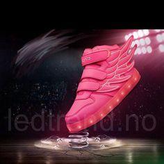 Dragonfly light LED barnesko -   LED-skoene finner du i nettbutikken ledtrend.no. Prisene på ledskoene varer varierer fra 599-, og oppover, GRATIS frakt på alle varer. Vi har mange forskjellige LED-sko, ta en titt da vel? på: www.ledtrend.no Cleats, Barn, Led, Collection, Shoes, Pink, Football Boots, Converted Barn, Zapatos