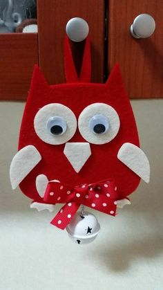Deco noel fait main diy fabriquer nos id es pour un is one of images from deco noel a faire soi meme. This image's resolution is pixels. Find more deco noel a faire soi meme images like this one in this gallery Primitive Christmas, Christmas Owls, Christmas Projects, Felt Christmas Ornaments, Owl Crafts, Holiday Crafts, Felt Owls, Owl Ornament, Christmas Decoration Crafts