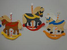 Frise en découpage collage de chevaux de bois CP janvier.