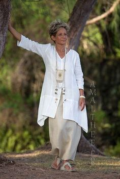 THE must have of this summer! Our anise linen shirt Emilie will soon be your favorite piece! Wear it with our sand linen sarouel skirt or simply layered on our mahogani Zoe skirt for a super Boho Chic silhouette. Over 50 Womens Fashion, Fashion Over 50, Boho Fashion, Fashion Outfits, Boho Look, Look Chic, Pantalon Thai, Vetements Clothing, White Linen Shirt