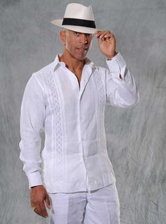 Lace Outfits for Men- Lace outfits are not only for women but now men can totally slay a lace outfit with a little glam and style formally and casually. Lace outfits are not new for men instead they had been considered royal in the colonial times as well. All White Party Outfits, All White Outfit, Lace Outfit, Havana Party, Havana Nights Party, Camisa China, Havana Nights Dress, Latest Mens Wear, Guayabera Shirt