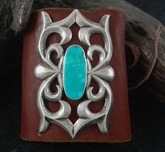 Beautifully crafted this tufa cast ketoh features an incredible, Natural Morenci turquoise stone that is set flat in a smooth bezel. The Navajo as a form of wrist protection originally created the classic ketoh for hunter. Gypsy Jewelry, Indian Jewelry, Jewelry Art, Silver Jewelry, Vintage Turquoise Jewelry, Vintage Jewelry, Cowgirl Style, Western Style, Best Jewelry Designers