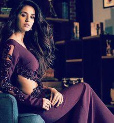 Disha Patani Classy Look Bollywood Girls, Bollywood Actress Hot, Beautiful Bollywood Actress, Beautiful Actresses, Bollywood Actors, Bollywood Fashion, Beautiful Girl Indian, Most Beautiful Indian Actress, Beautiful Girl Image