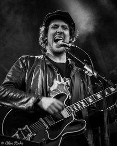 Tja, het voelt toch niet goed: alleen een foto van Shawn Mendes plaatsen. Dus tóch maar even een Eloifotootje die het hier uit z'n tenen lijkt te halen #eloiyoussef #kensingtonband #festivalphoto #festivalphotography #rockmusic #dutchrockmusic #dutchrockband #rockband #festival #festivalmusic #livemusic #livemusicphotography #festivalseason #concert #rockphoto #rockphotography #concertphotography #gigphotography #musicphotography #rockphotography #livephotography #festivalphotography…
