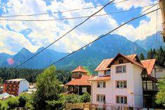 Casa S+D+P de vanzare in zona semicentrala a statiunii Busteni (judetul Prahova, Romania), aceasta avand 6 camere si 5 bai, plus anexe si dependinte (garaj, beci, magazie). Finisajele sunt de cea mai buna calitate (travertin, stejar). Imobiliare Busteni pe Valea Prahovei. House for Sale in Prahova Valley. Romanian Real Estate for Sale.
