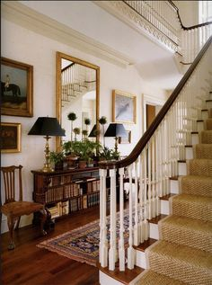 Traditional decor with lamp pairs, mirrors, framed prints and collection …… – Traditionelles Dekor – Home Decor Design Entrée, Design Case, Home Design, Design Ideas, Entryway Rug, Entry Hallway, Entryway Ideas, Hallway Ideas, Foyer Bench