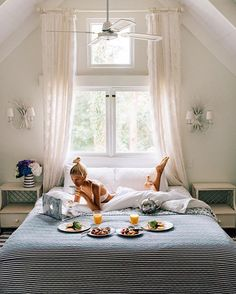 WEBSTA @ elsas_wholesomelife - The most dreamy spot to work from ✨💭 Breakfast In Bed, Home Bedroom, Bedroom Ideas, Beautiful Bedrooms, Luxury Life, My Dream Home, Dream Life, My Room, Interior Decorating