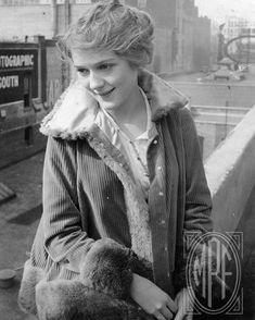 I love everything vintage, classic glamour, old hollywood. Popular Actresses, Classic Actresses, Vintage Hollywood, Classic Hollywood, Hollywood Icons, Hollywood Glamour, Hollywood Actresses, Old Movies, Vintage Movies